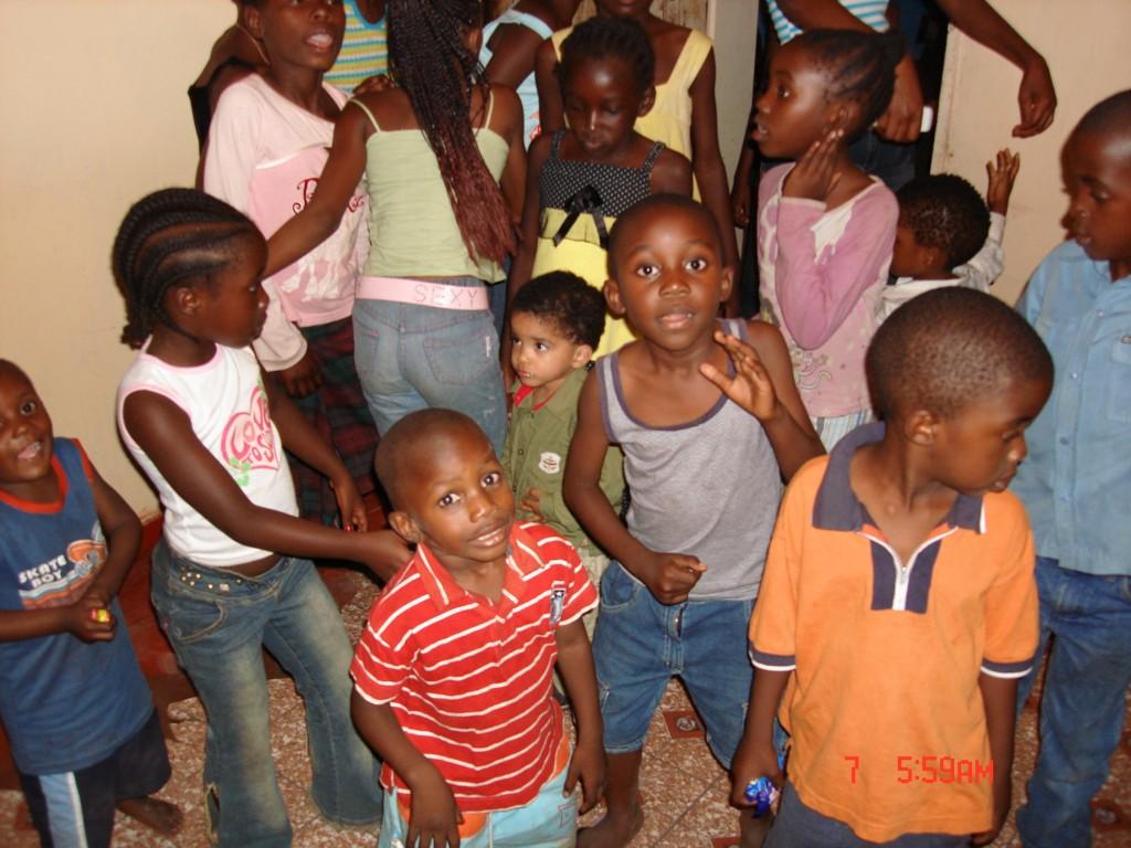 Een deel van de kinderen van Namo weeshuis